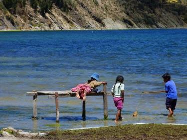 Nens jugant a l'illa del Sol