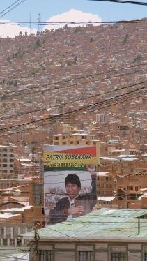La Paz enfilant-se per la vall amb l'Evo controlant-ho tot
