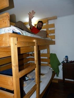 Dormint en dormitoris compartits, com als vells temps a  l'escola