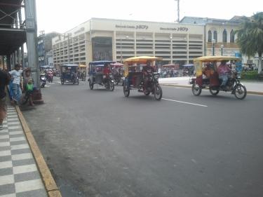 Centenars de mototaxis a Iquitos