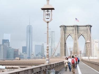 El Pont de Brooklyn des del passeig i el downtown al fons