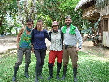 Preparats per la primera expedisió; botes d'aigua, relec i ben tapats