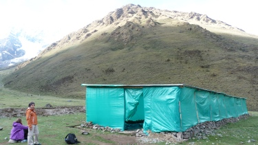 1r campament. Aquí dins plantarem les tendes
