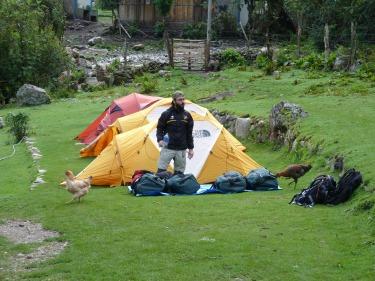 2n campament; el pati d'una casa