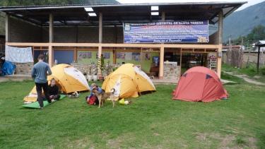 3a nit, acampats al mig del poble