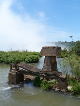Antiga passarel·la derruïda per les innundacions d'aquest 'estiu