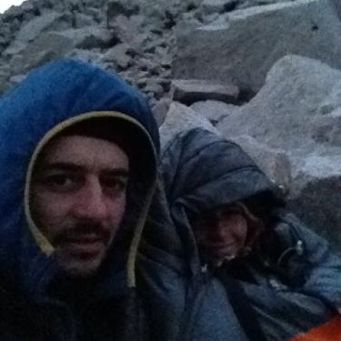 Ens llevem a les 4am i anem a veure sortir el sol des de dins els sacs al mirador de Les Torres del Paine