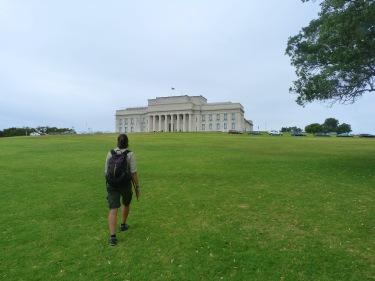 De camí al Museu de la Guerra