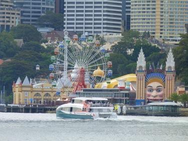 Parc d'atraccions al mig de la city