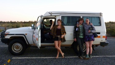 La troupe de viatge al complet, molt il·lustrativa la foto
