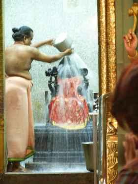 Banyen amb llet i aigua les divinitats