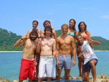 Amb el Gorka, la Bea, la Sarah, el Dustin, la Sandra i el Jon