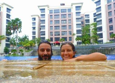 A una de les piscines de la Lee i la seva família