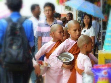 Monges demanant almòina