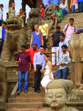 Nepalís a la foto dels recent casats per donar una mica de realisme